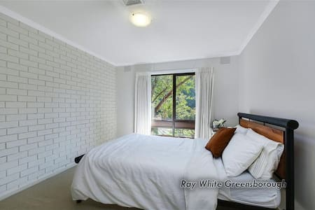 Independent room with living room and kitchen - Greensborough