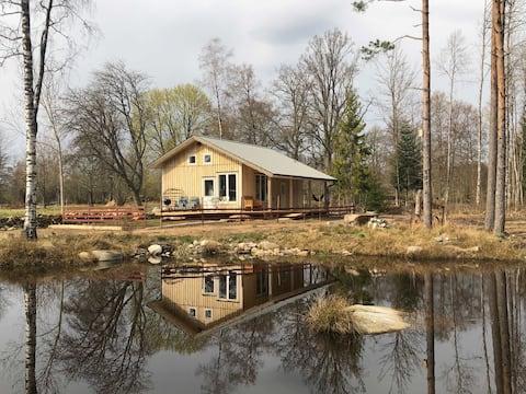 Uniek en comfortabel vakantiehuis aan het water.