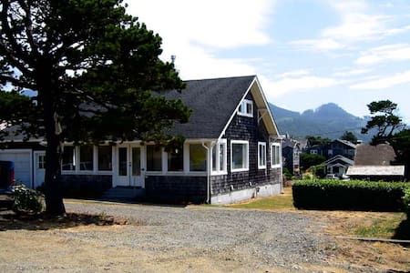 Gram's Beach House - Cannon Beach