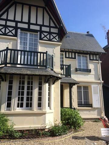 Maison de charme  avec jardin à Deauville