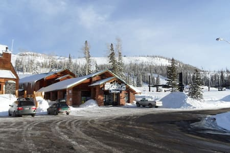 Beautiful condo steps from the slopes - Brian Head - Condominium