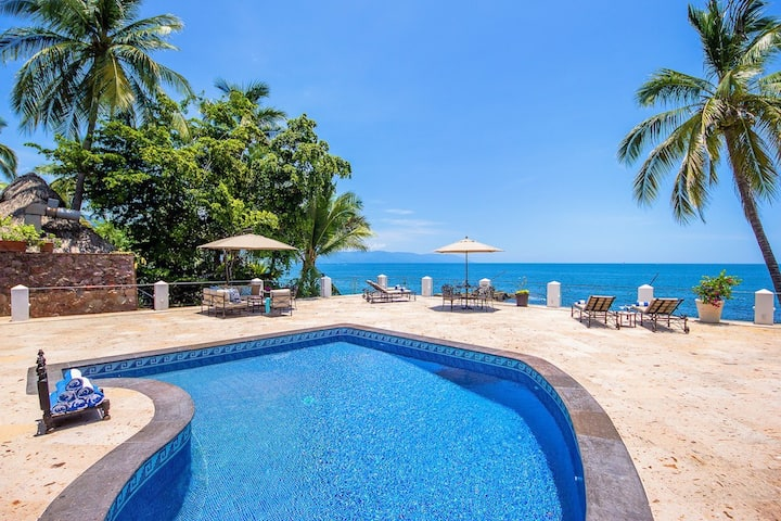 Beach front ,views , feel the Mexican style villa