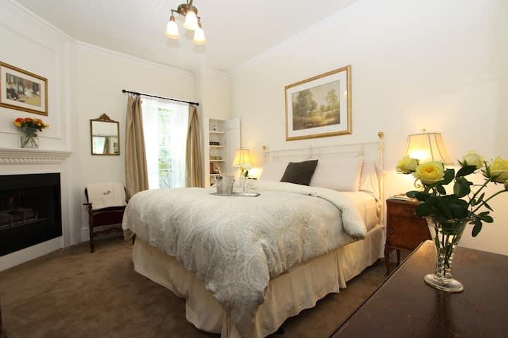 San Simeon Room + Gourmet Breakfast &  Wine hour