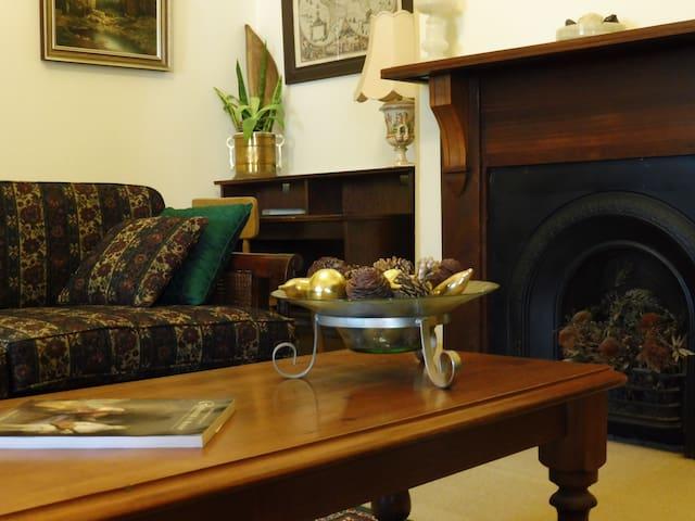 Private heritage apartment in CBD near Hutt St