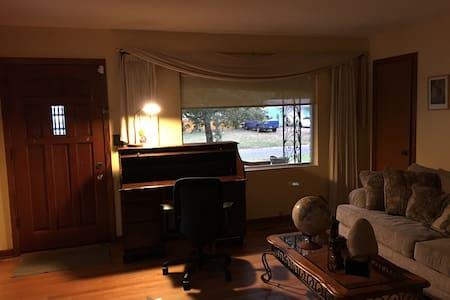 Indoor & Outdoor Southern Comfort! - Jacksonville - Maison