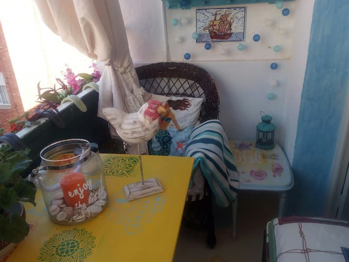 Yellow room with TERRACE in centre,near sea,WIFI