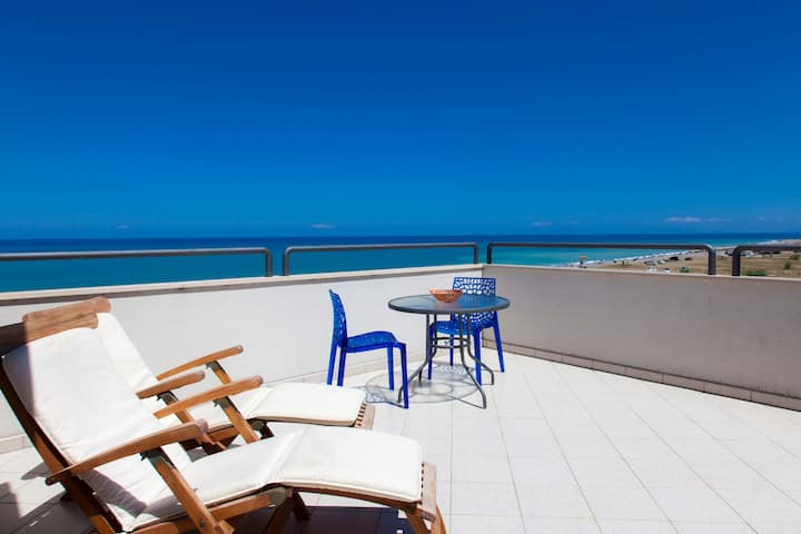 The Terrace on the Sea