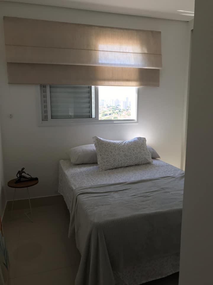Suite confortável em apartamento COMPARTILHADO.