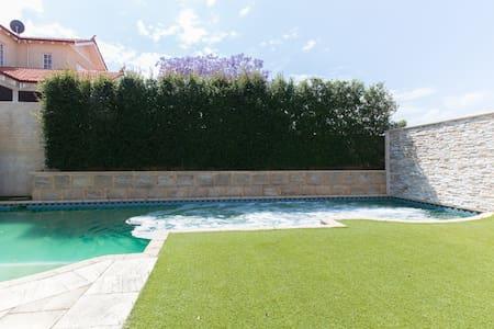 Private Pool villa. Why go to Bali? - Mount Lawley