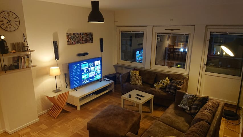 Private bedroom 1min to Triangeln station smartTV