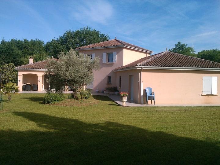 Villa familiale avec piscine à 5min de Sarlat