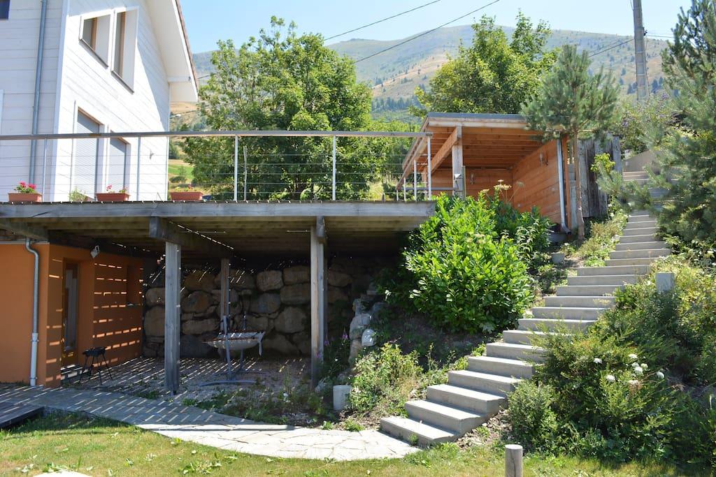 accès par un escalier extérieur