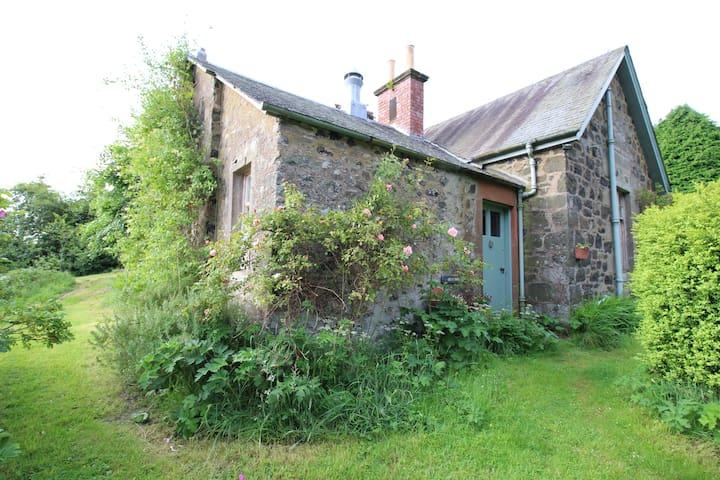 Gean Tree Cottage, Fingask Castle, Rait, Perth