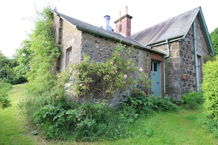 Gean Tree Cottage, Fingask Castle, Rait, Perth