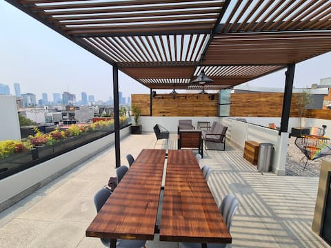 Top end PH with a private roof garden in La Roma