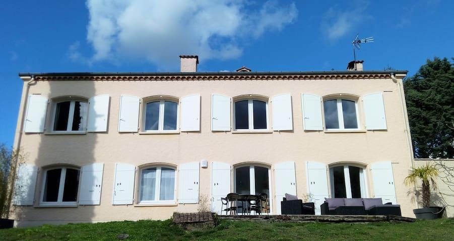 Appartement T2 indépendant avec terrasse et jardin