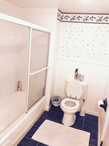 Charming Private Bed & Bath - Middletown - Huis