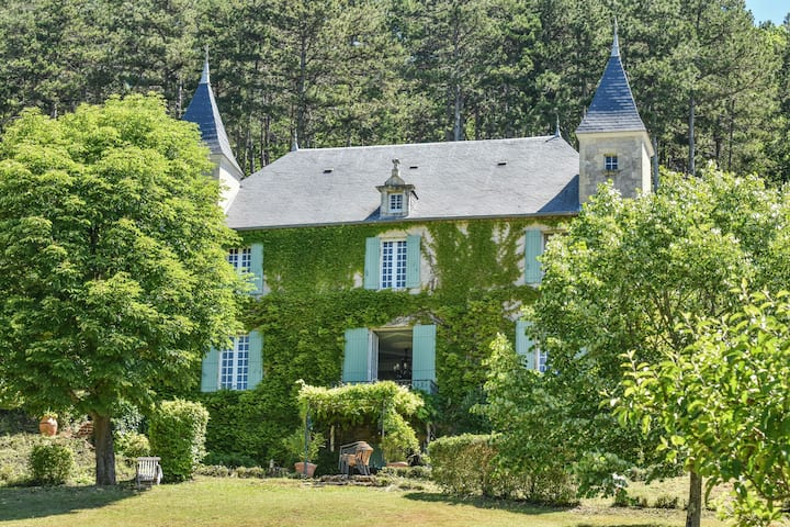 Beautiful chateau in Duravel with Pool and Panoramic Views