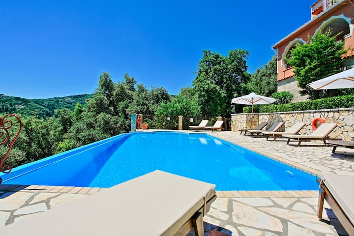 Villa Vilelmina: Superb location and sea views