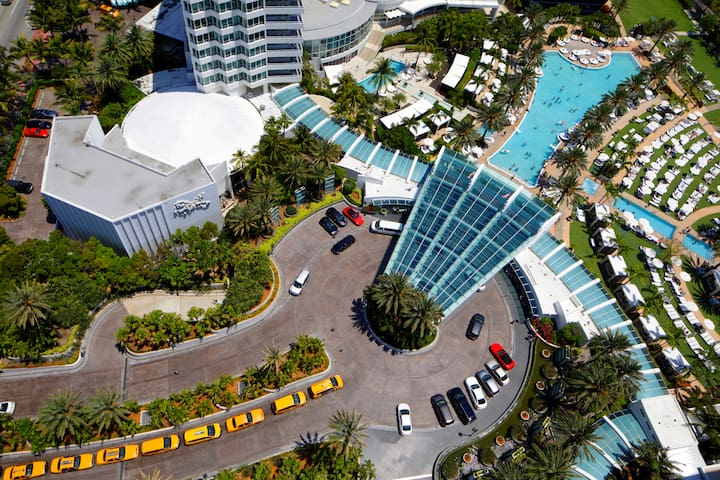 FONTAINBLEAU Hotel 24th fl Ocean view 2bd Suite