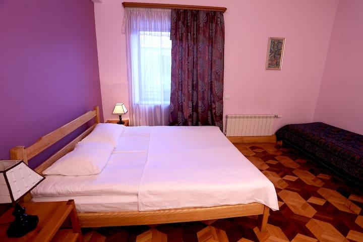 Violet Room (Daravand Guest House)