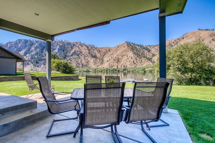 Dog-friendly, riverfront home w/ shared dock for boat moorage