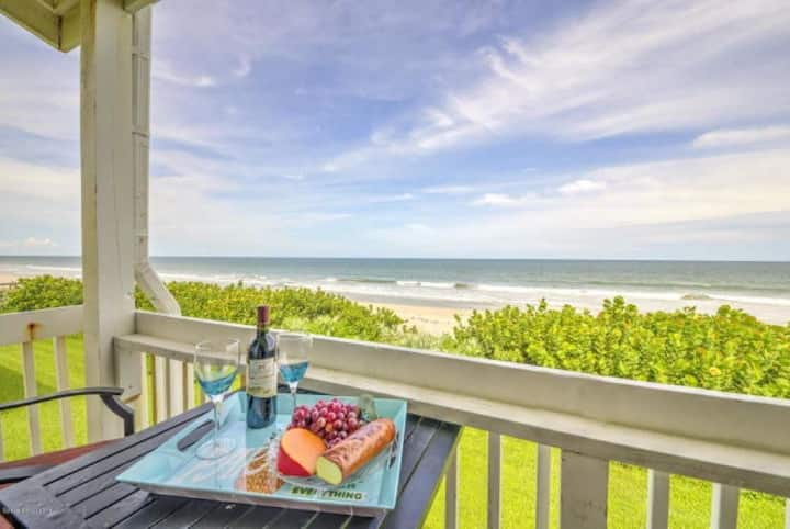 Oceanfront Luxury Townhome in the heart of Mel Bch