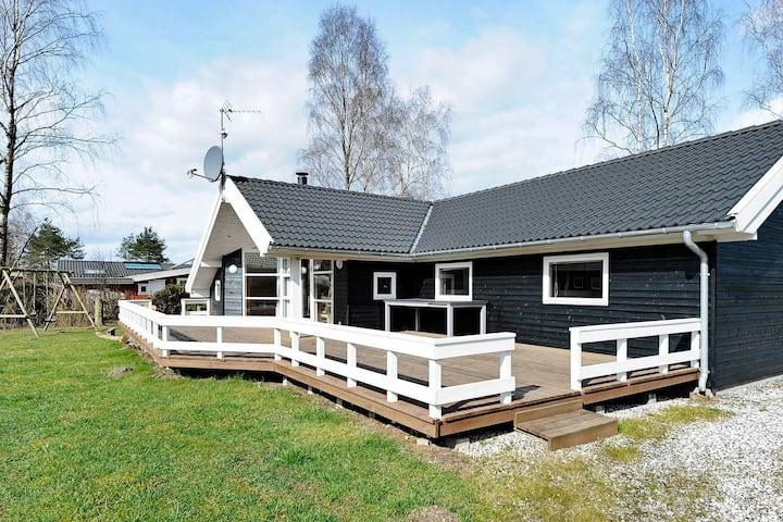 Gran casa de vacaciones en Fårvang con sauna