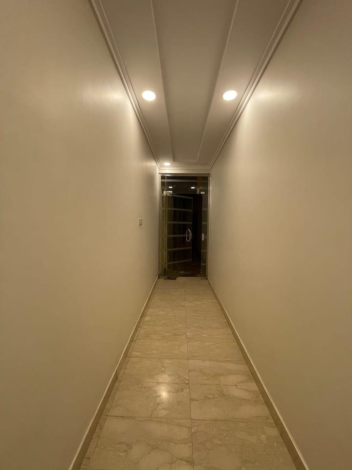 شقة مميز ة الحي يوجد به كل الخدمات ومطاعم وكافيهات