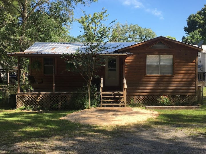 Moore2Life Cabin