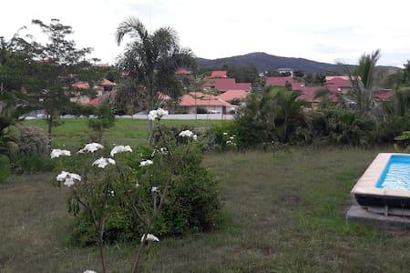 Chambre au calme accès piscine à 15 mn de Nouméa - Païta - Casa