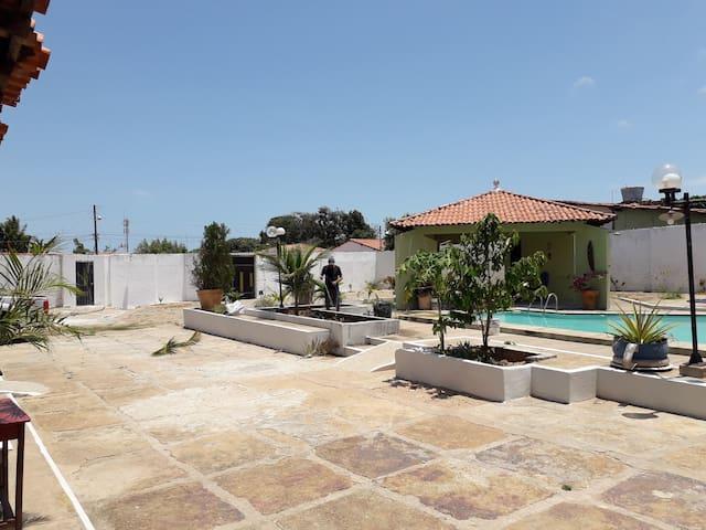 Casa com piscina um Paraíso.!!!..