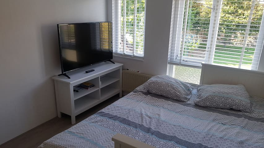 Nice room 30 min from amsterdam