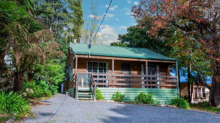 Horseshoe House in Warburton -large family retreat