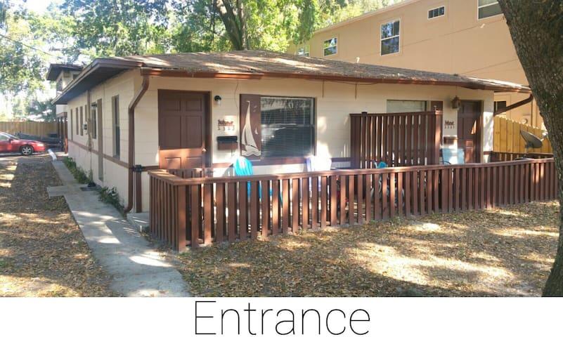 2 Bed/1 Bath Duplex - Orlando - Apartment