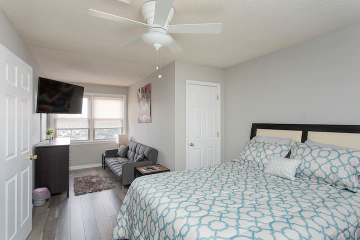 Master suite with queen bed, sitting area and 50in smartTV