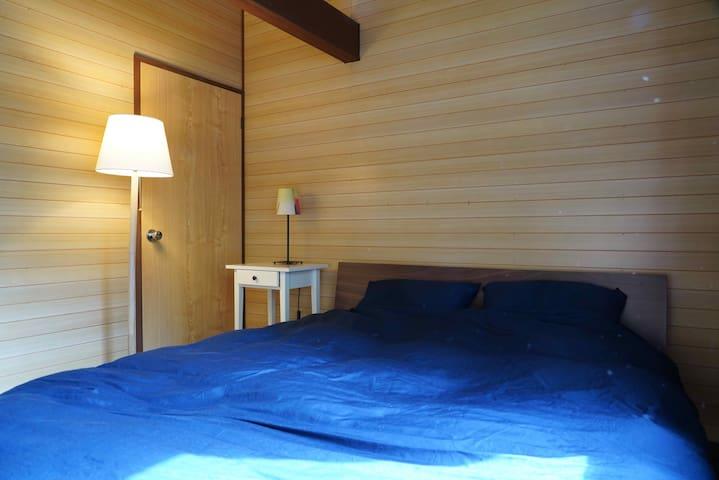 寝室② ダブルベット