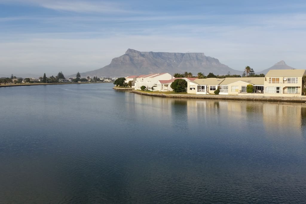 The tranquil Woodbridge Island Cape Town