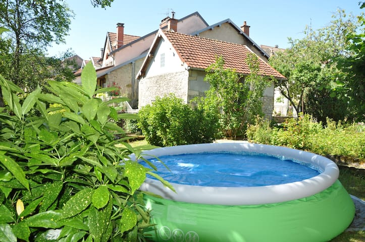 Bright house with pool in Ornans - Ornans - Casa