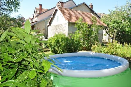 Bright house with pool in Ornans - Ornans - Dům