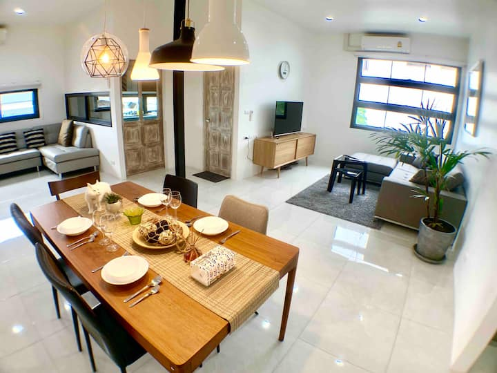 New 7BR EntireVilla 11Bath,JJ Market MRT/BTS 24PPL