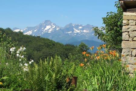 Petit gîte en montagne avec vue exceptionnelle - Aleu