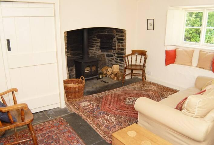 Hartwell - farmhouse with pool - Sydenham Damerel - Casa