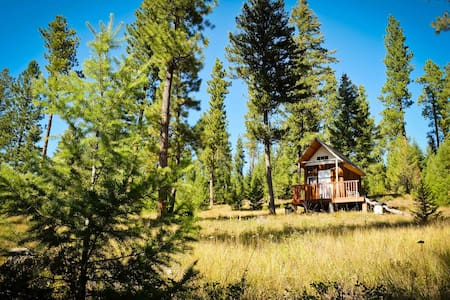 Off grid and quiet - mini cabin close to Missoula - 통나무집