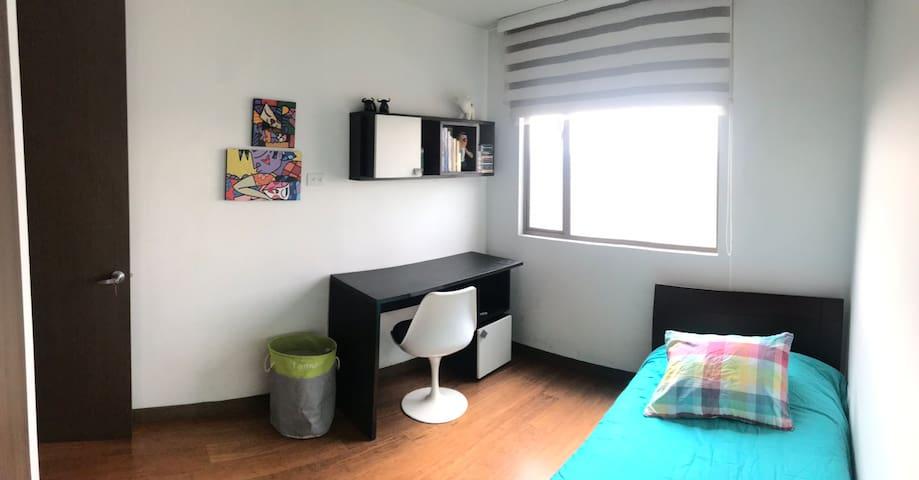 Cálida y moderna habitación 2