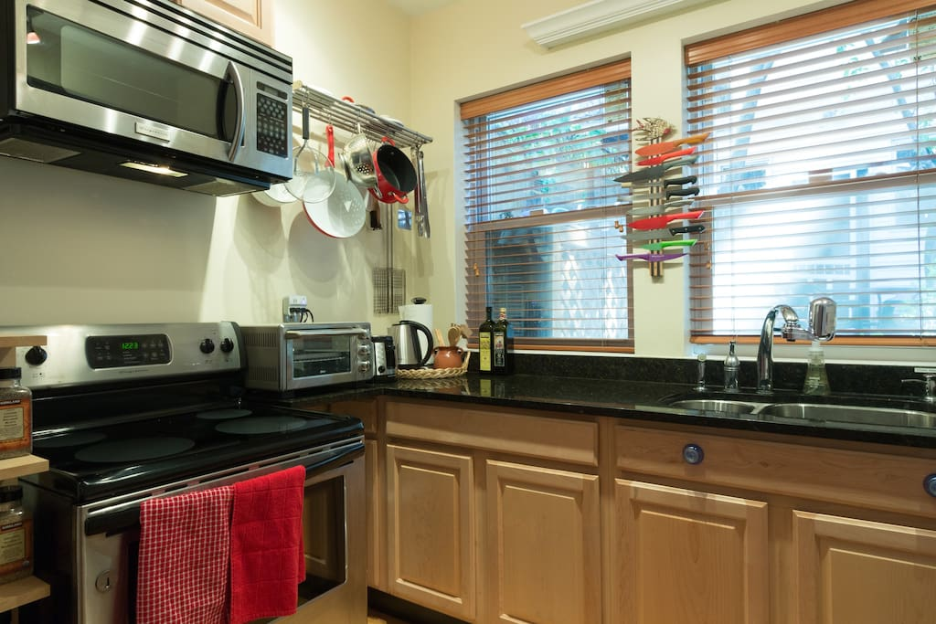 Kitchen stocked with amenities: oil, spices, vinegar, instant oatmeal, tea/ coffee and even hot chocolate!