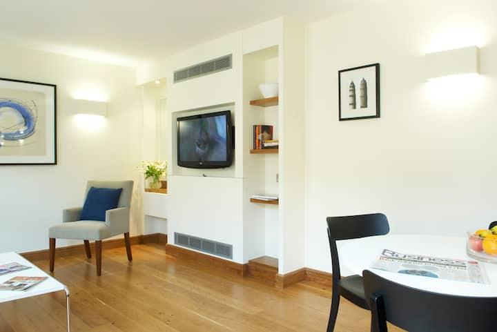 One Bedroom Flat, Turnmill Street,EC1M