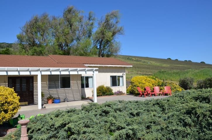 Wine Country Ranch Retreat - Lompoc - Hus