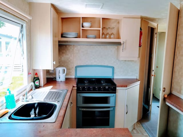 2 Bed Caravan Home With A Short Drive to Beaches