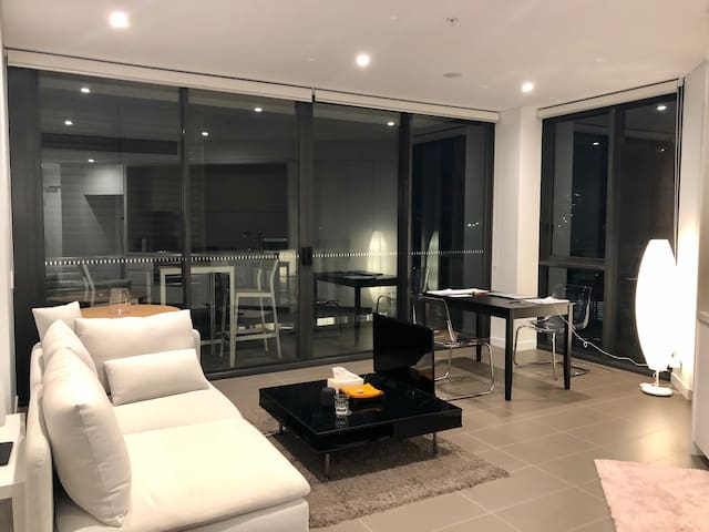 Sydney apartment (gym pool) 2 mins walk to station